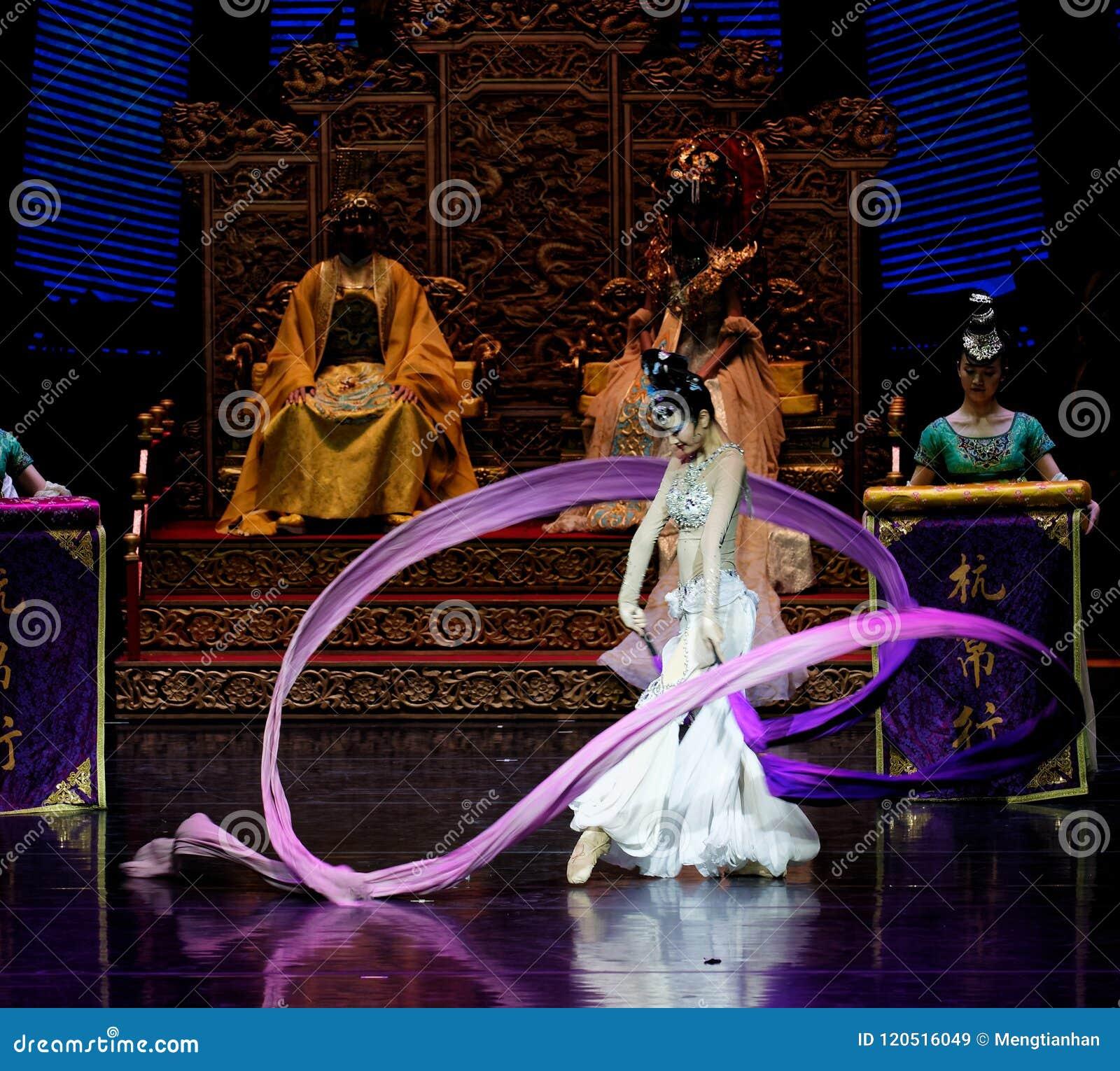 Acto envuelto largo de la danza de corte 6-The en segundo lugar: un banquete en el ` de seda de la princesa de la danza del ` pal