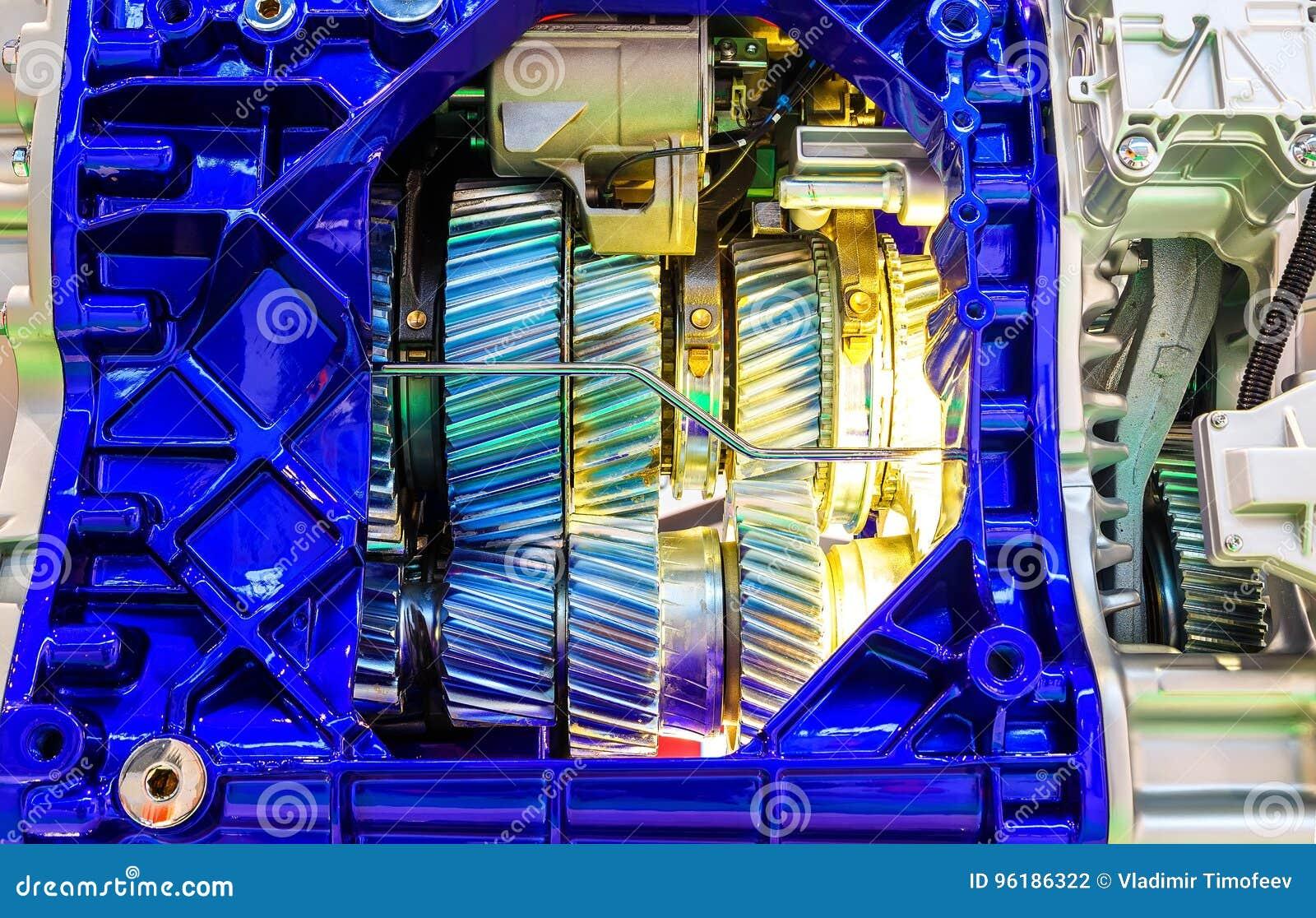 Adapte dentro del motor de combustión interna del primer del coche