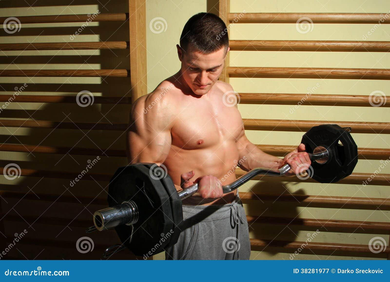 Addestramento del culturista con i pesi