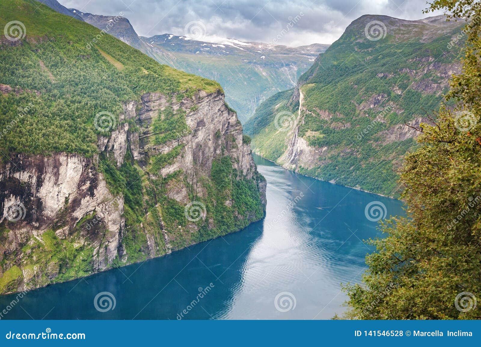 Adembenemende mening van Geiranger-fjord in Noorwegen