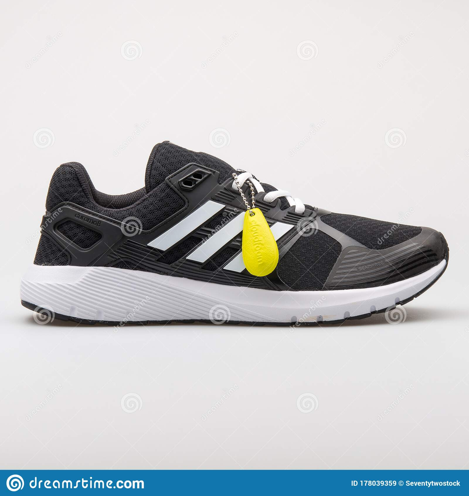 Labe Destructivo filete  Adidas Duramo 8 Black And White Sneaker Editorial Stock Image - Image of  life, leather: 178039359