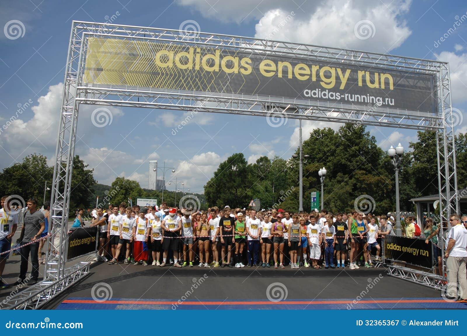 jazz robo Civilizar  Adidas energy run start editorial photography. Image of touring - 32365367