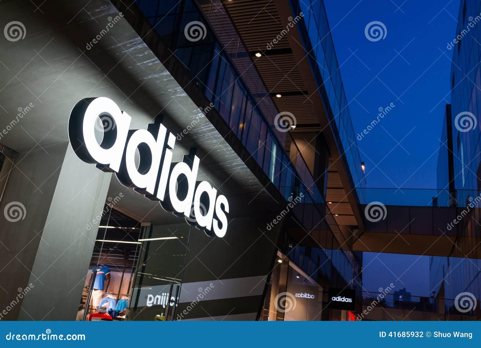 Adidas immagazzina