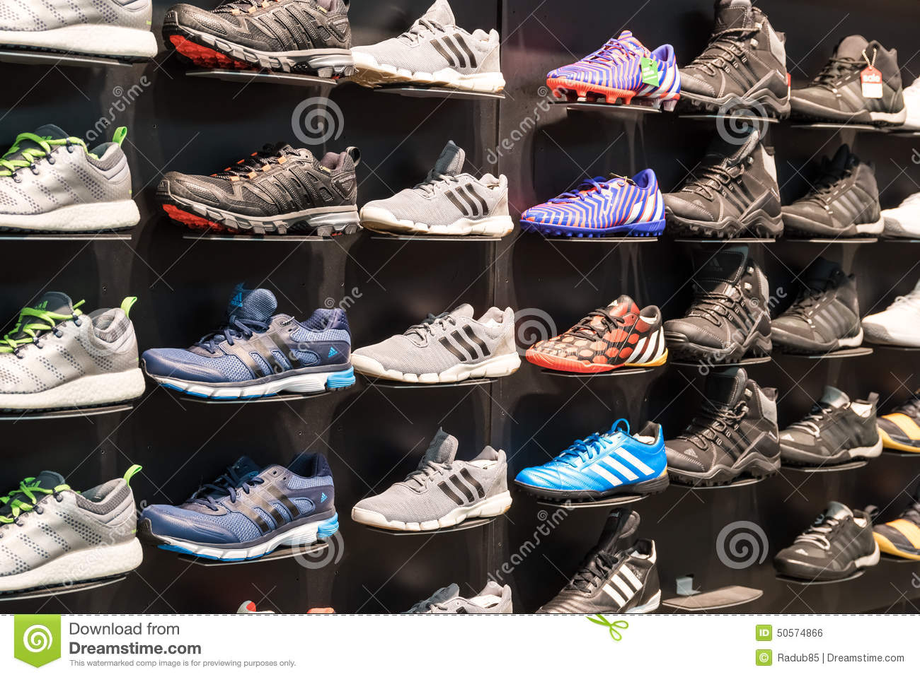 finest selection 5d1cf 950be Adidas Shoes In Shoe Store Display