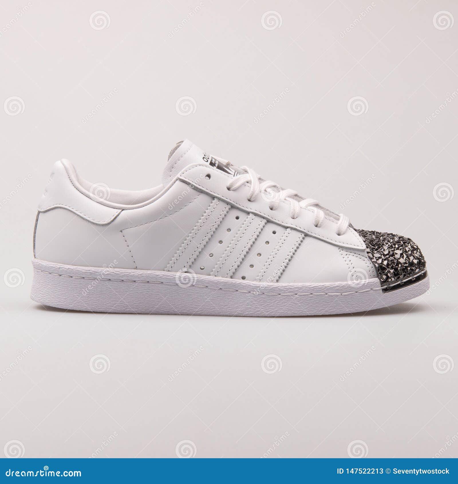 Restricción mar Mediterráneo batalla  Adidas Superstar 80s Metal Toe White Sneaker Editorial Stock Photo - Image  of exercise, fitness: 147522213