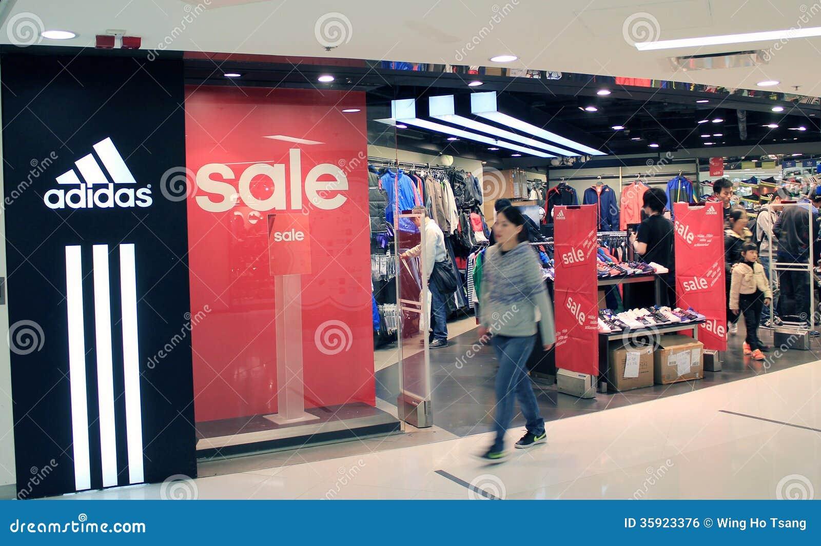 d10bbfcc7ef67b Adidas-winkel in Hongkong redactionele foto. Afbeelding bestaande ...