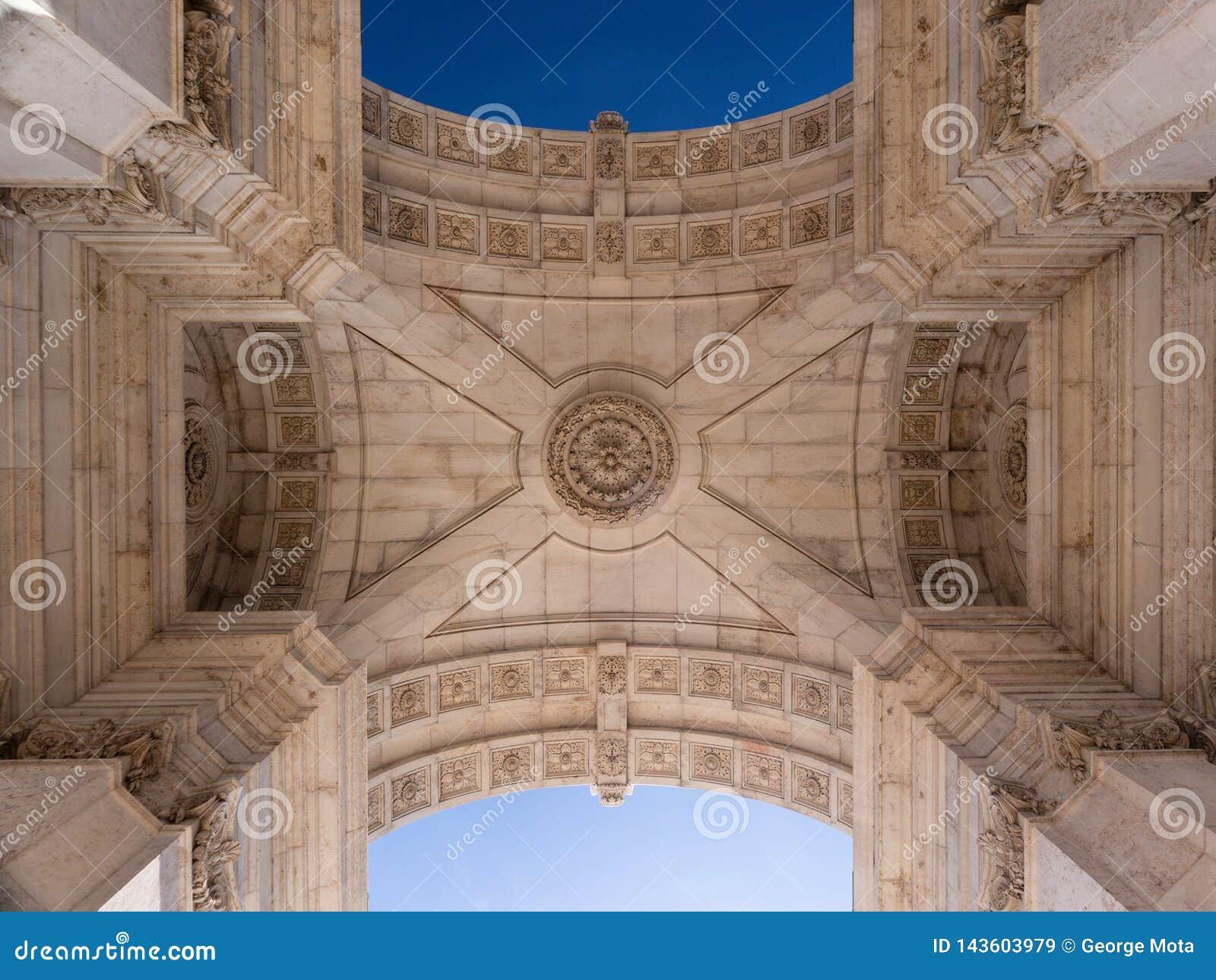 Admirablement le plafond de la voûte triomphale Arco DA Rua Augusta dans la place Praça de commerce font Comercio à Lisbonne, Po
