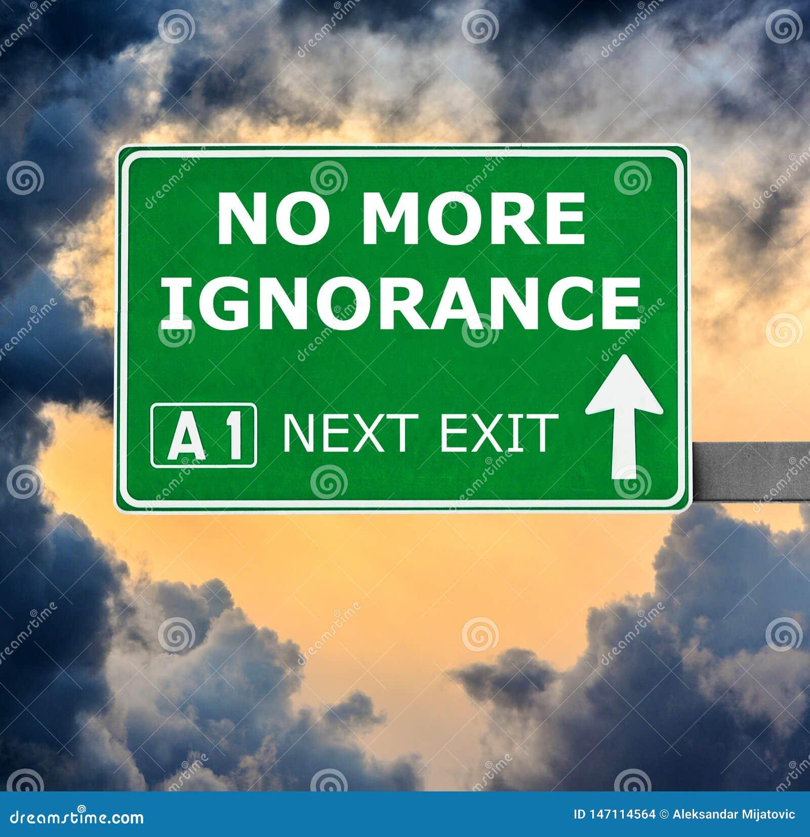 ?ADNY WI?CEJ ignorancja drogowy znak przeciw jasnemu niebieskiemu niebu