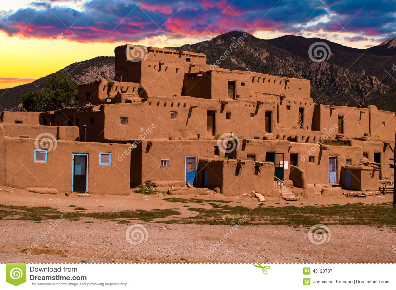 Image gallery new mexico adobe homes for Pueblo home builders