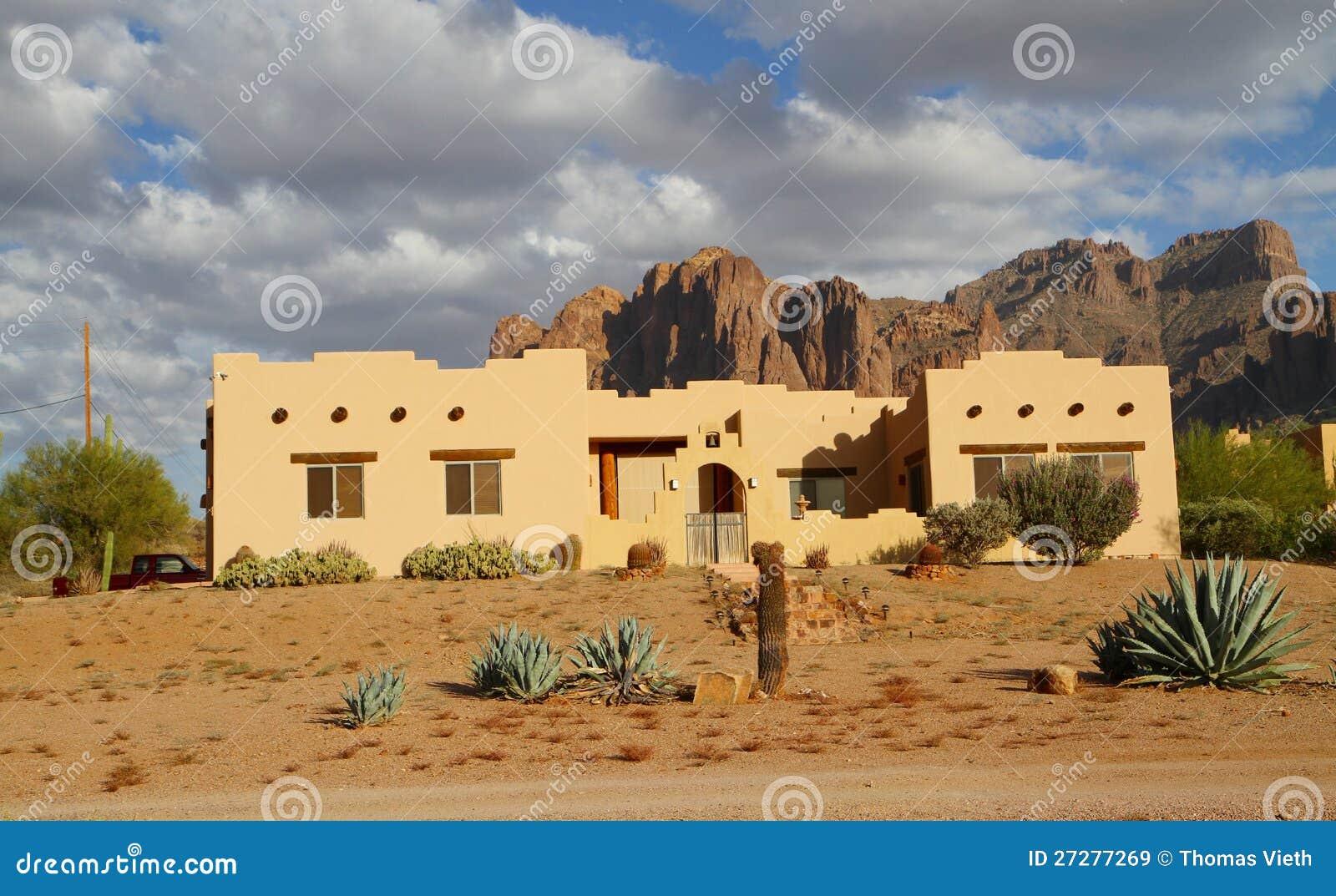 Adobehus i en öken