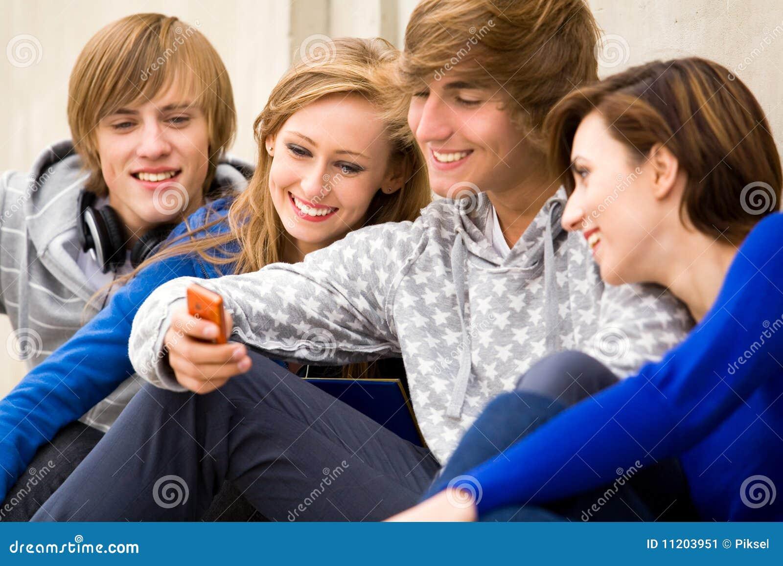 Adolescencias con el teléfono celular