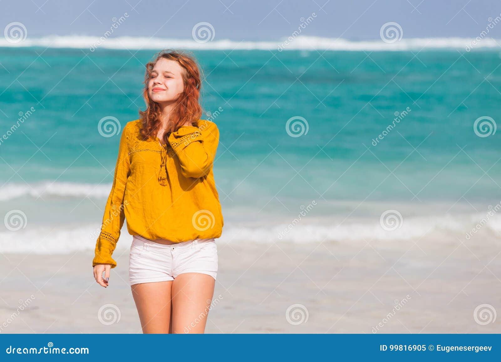 Lindo holandés los adolescentes al aire libre