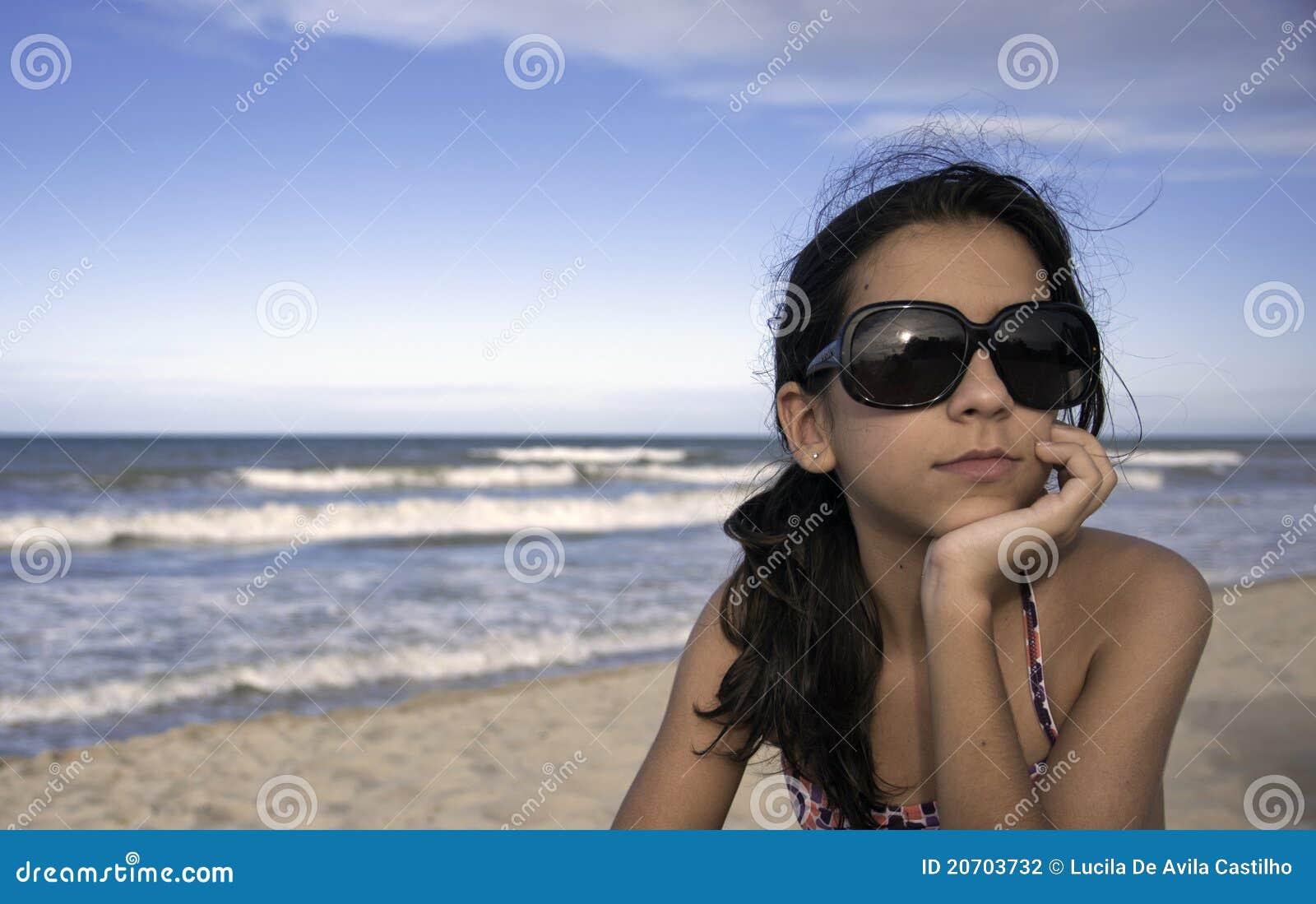 Adolescente con los vidrios de Sun