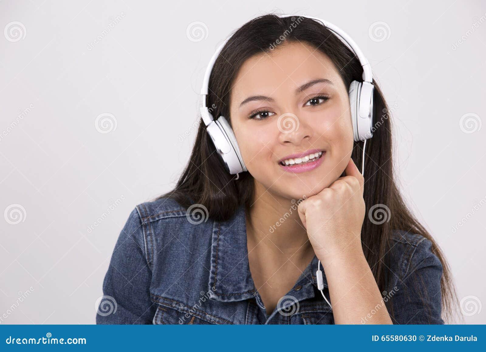 Adolescente e auriculares