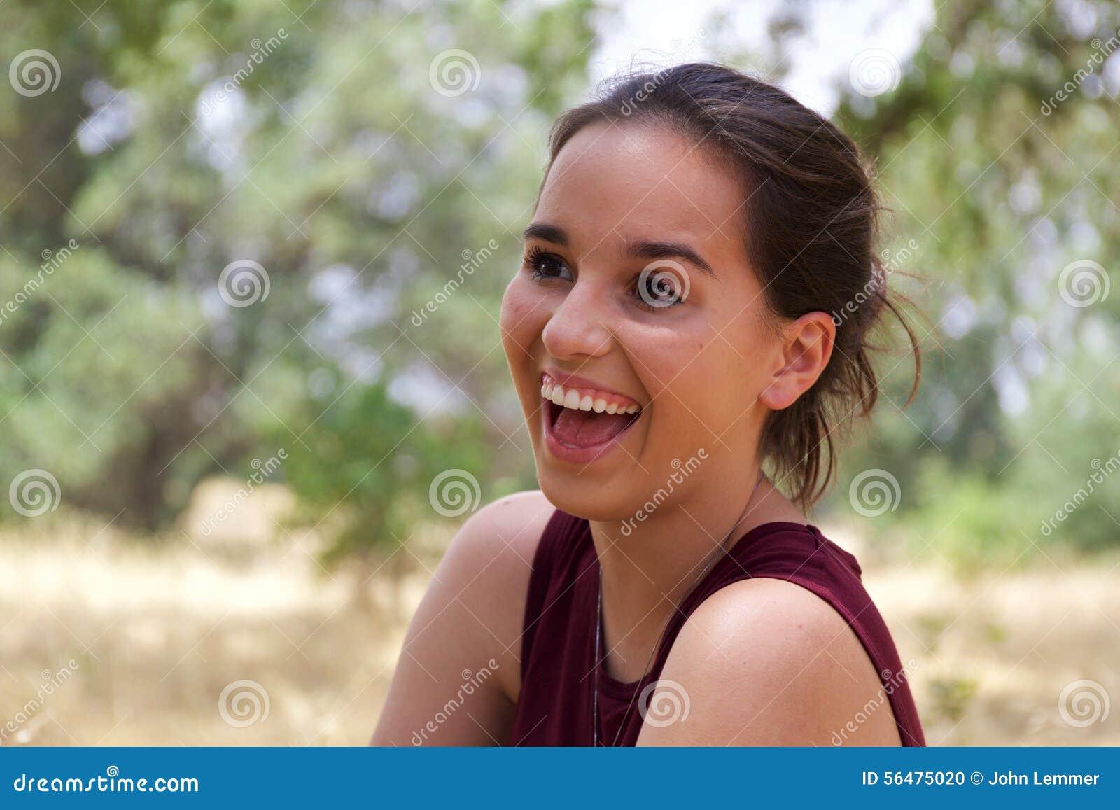 Adolescente mignonne en parc