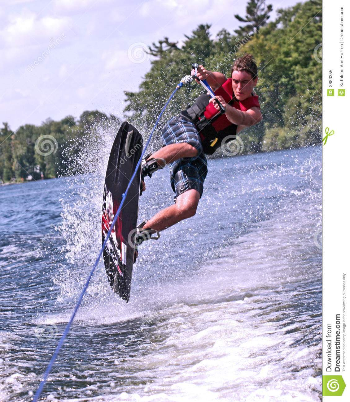 Adolescente no wakeboard