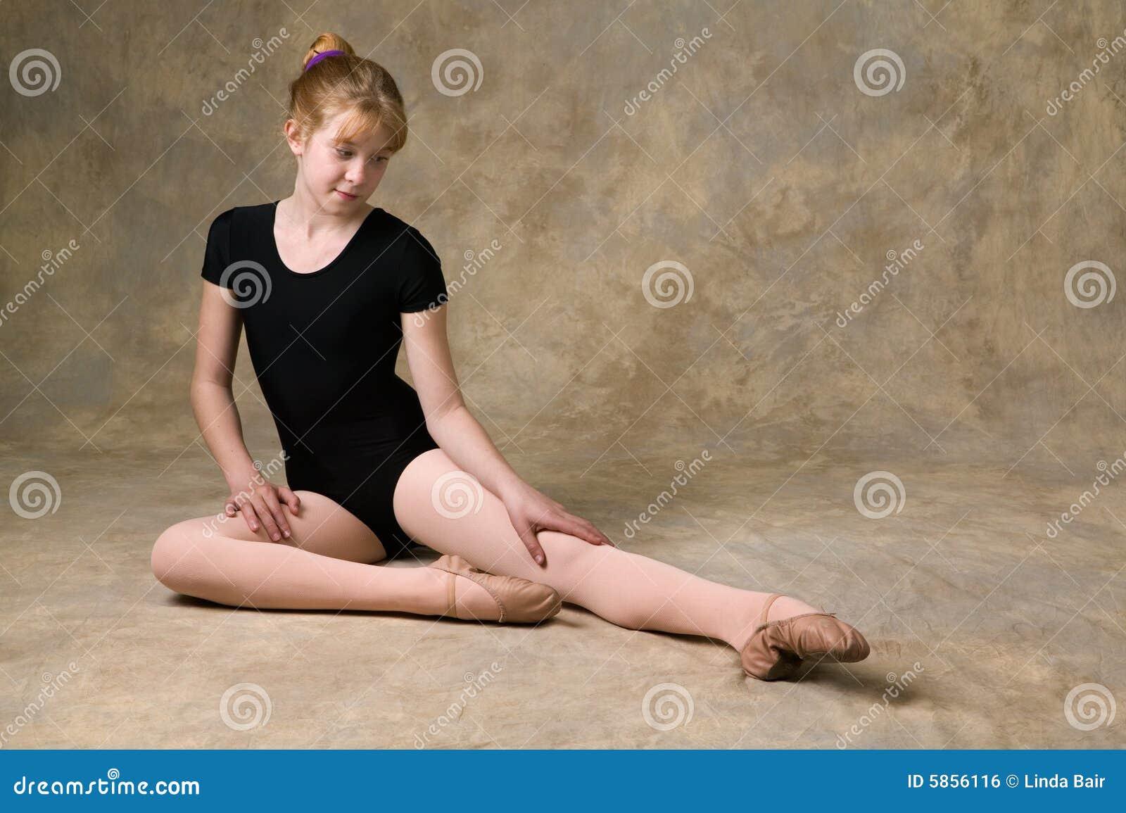 Adolescente se préparant au ballet