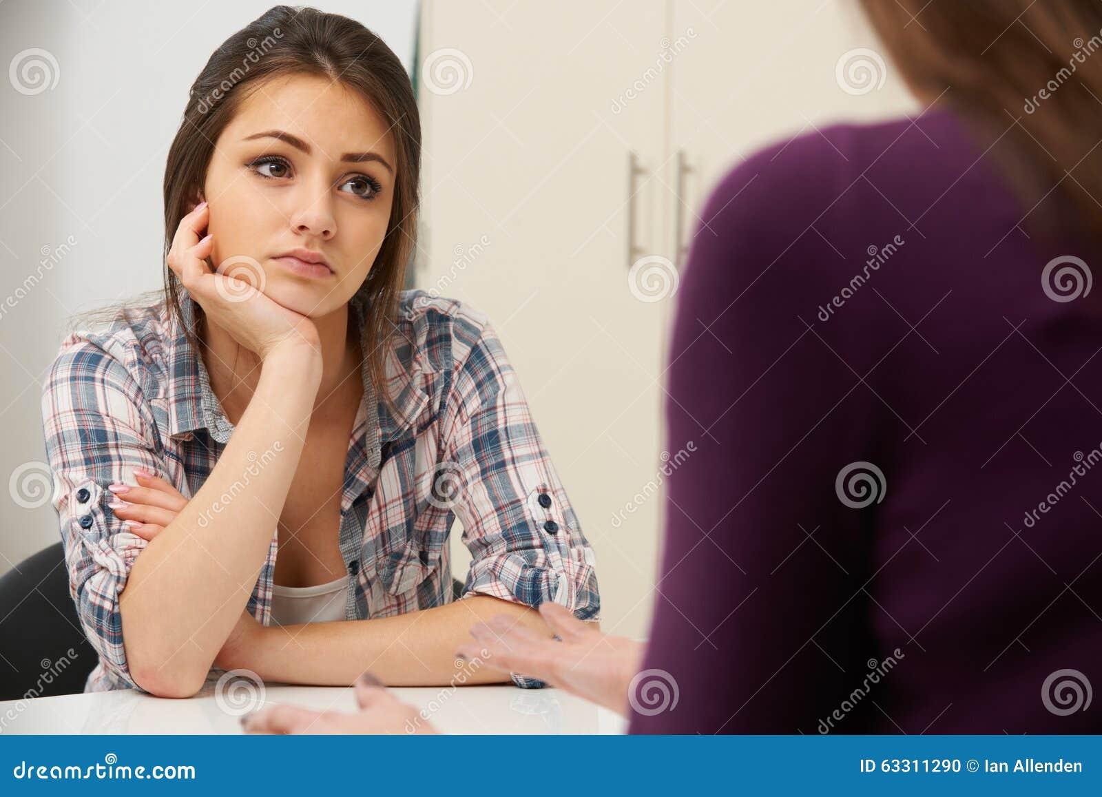 Adolescente souffrant du conseiller de visite de dépression