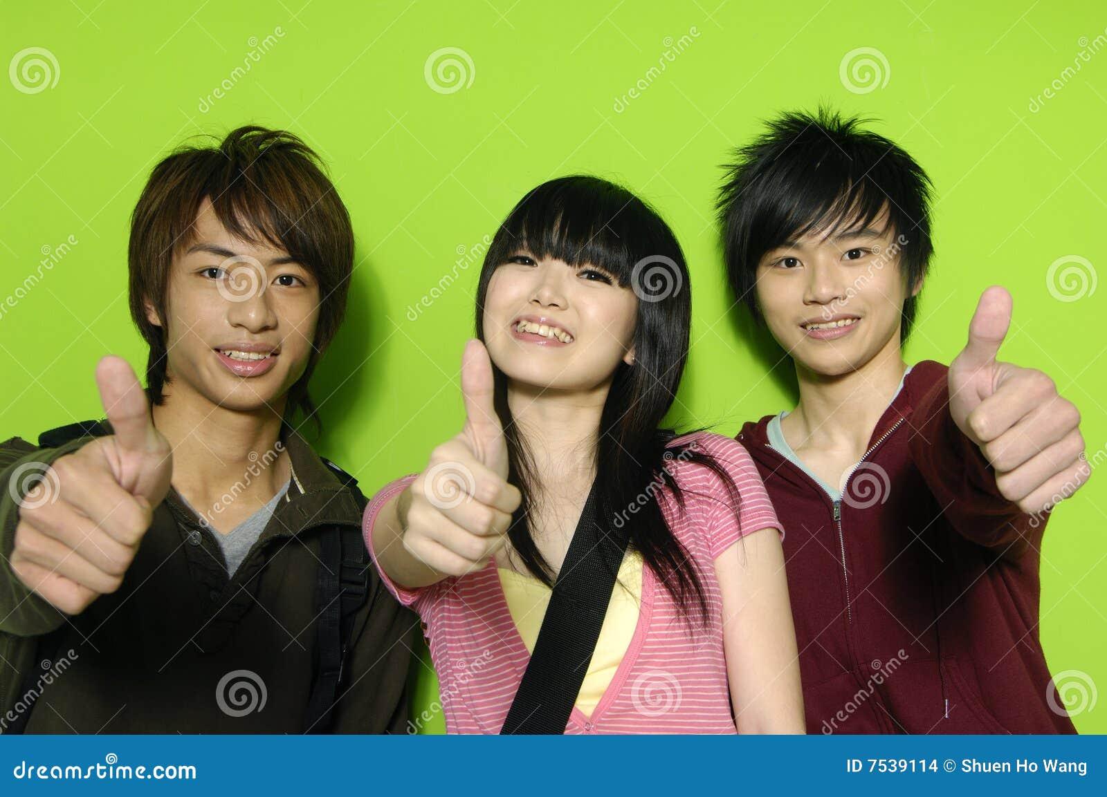 Adolescentes asiáticos