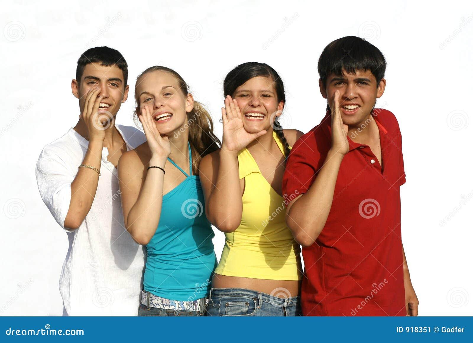 Adolescentes de sorriso do grupo