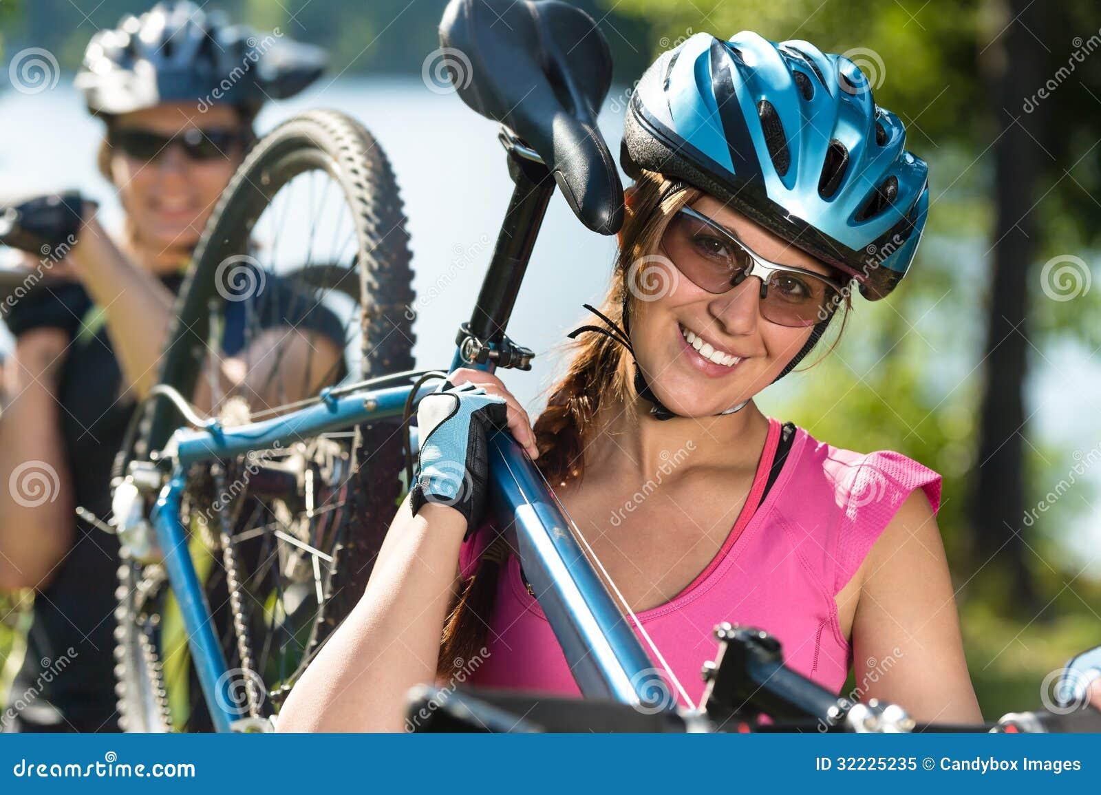Download Adolescentes Desportivos Que Levam Seus Mountain Bike Imagem de Stock - Imagem de sunglasses, bicicletas: 32225235