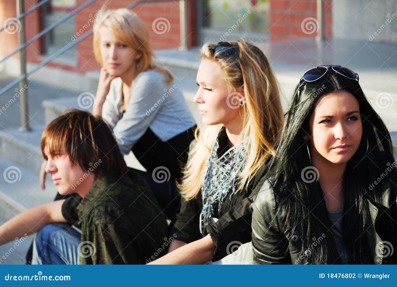 Adolescentes nas etapas