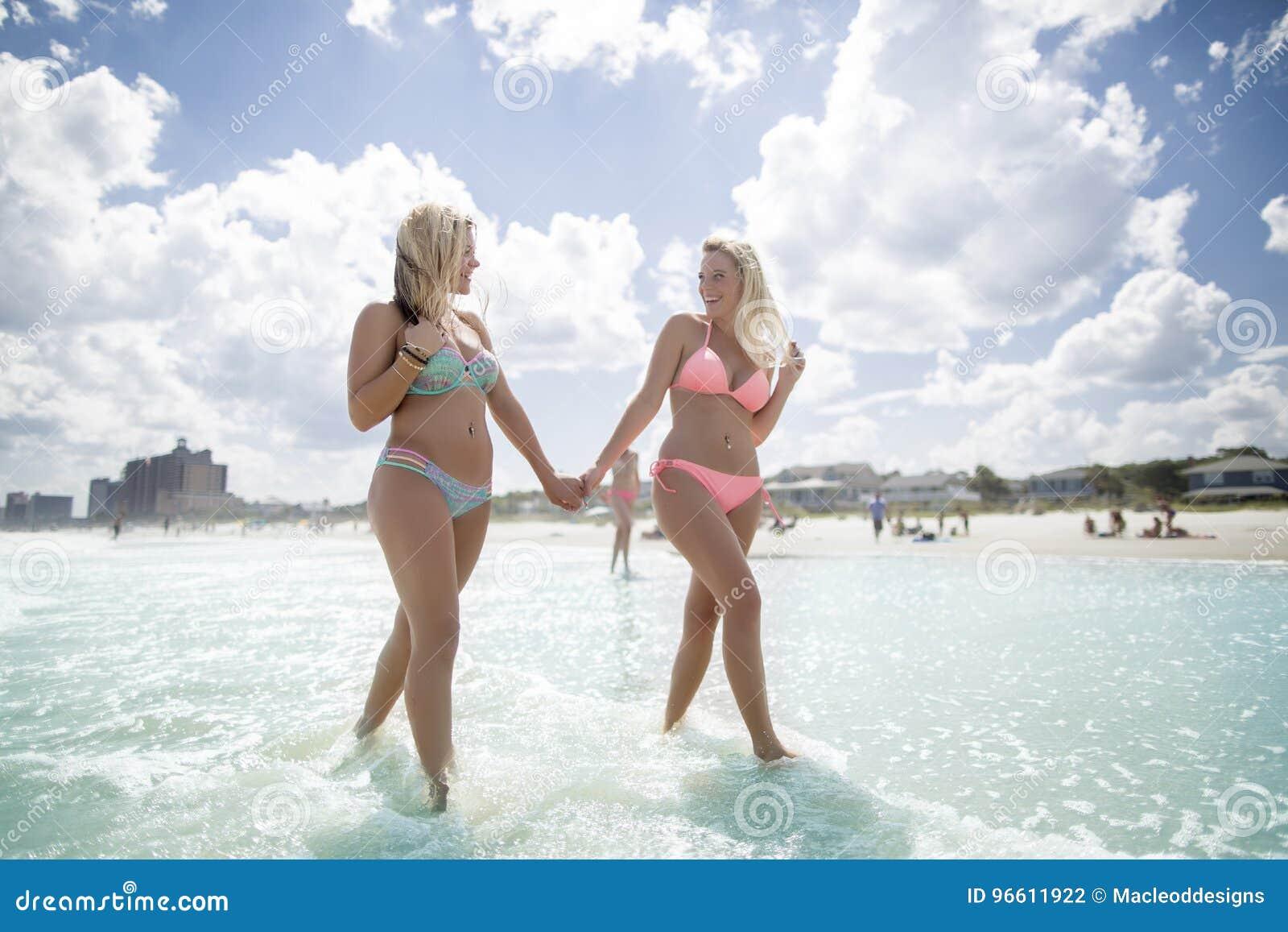 Adolescentes no mar