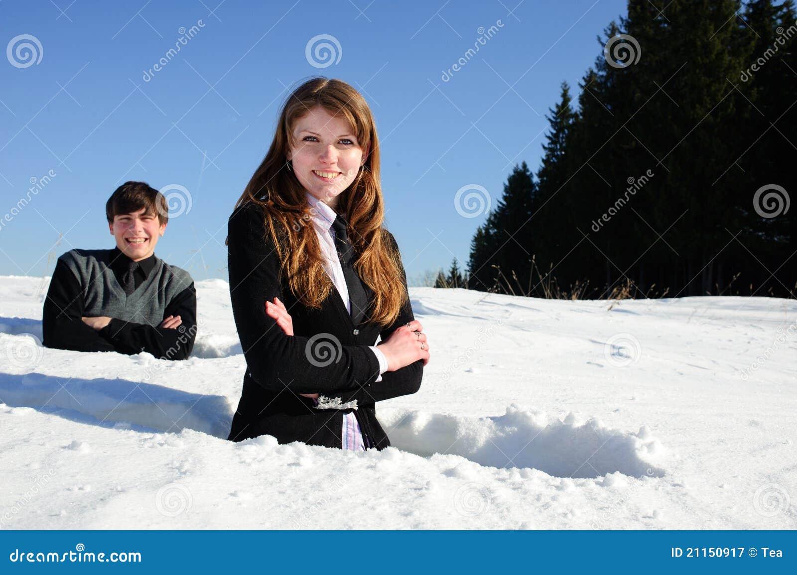Adolescentes no snowdrift