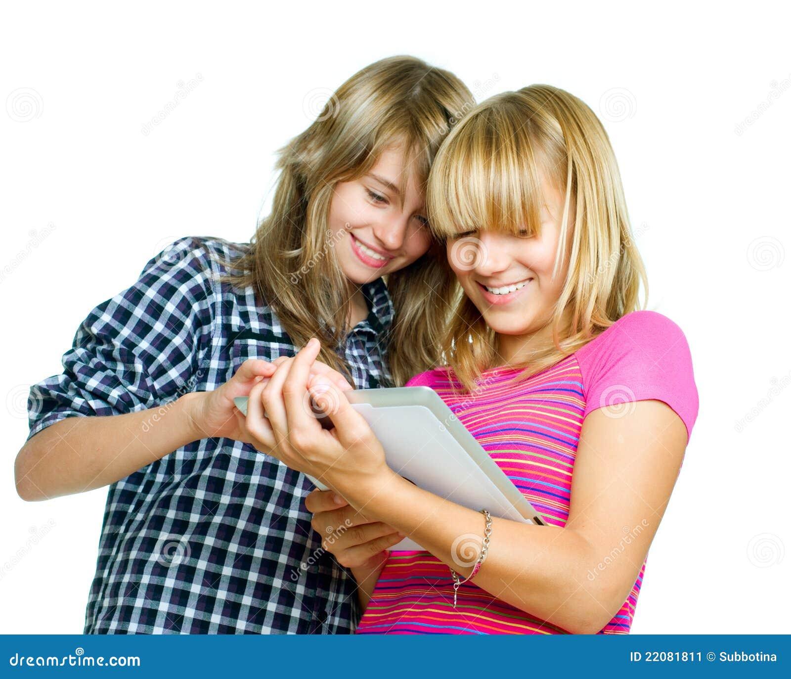 Adolescents à l aide du PC de tablette