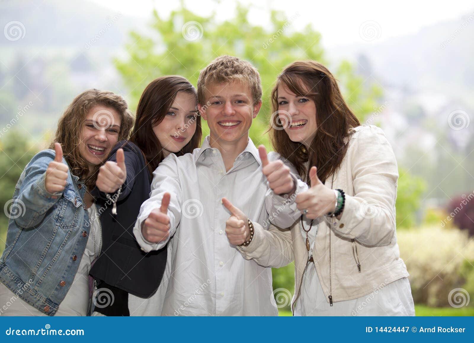 Les adolescentes des pouces sauvages