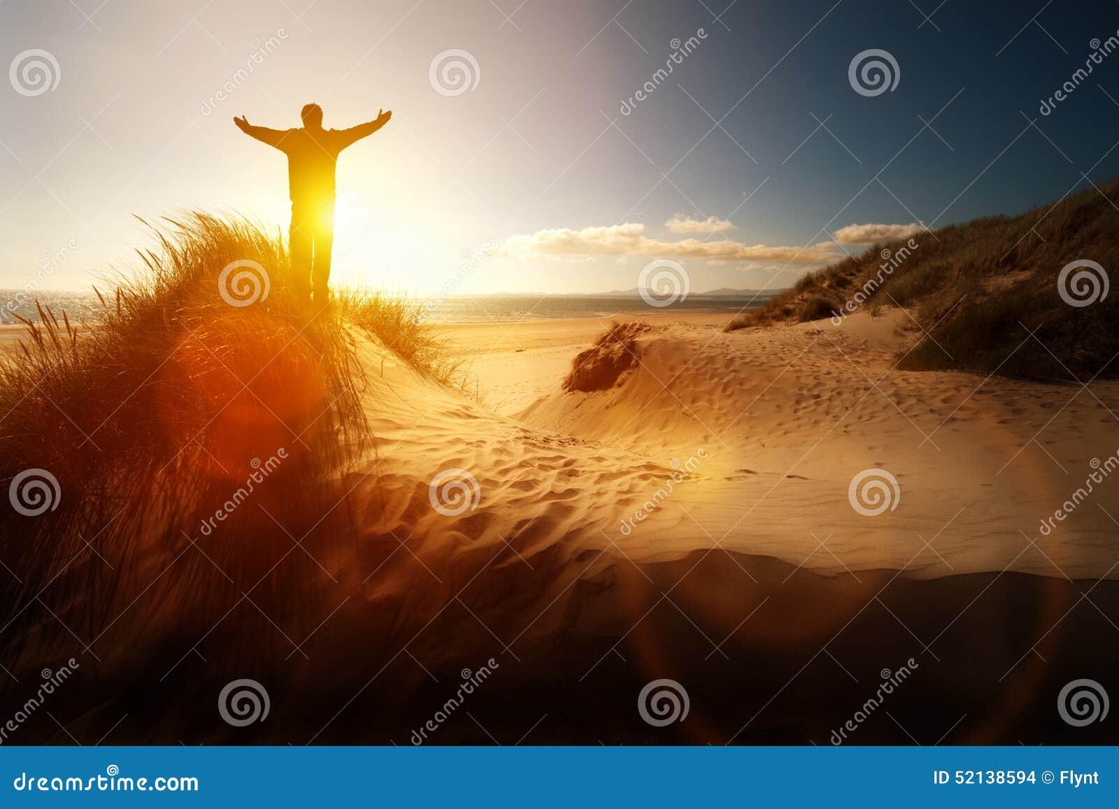 Adoração e elogio em uma praia