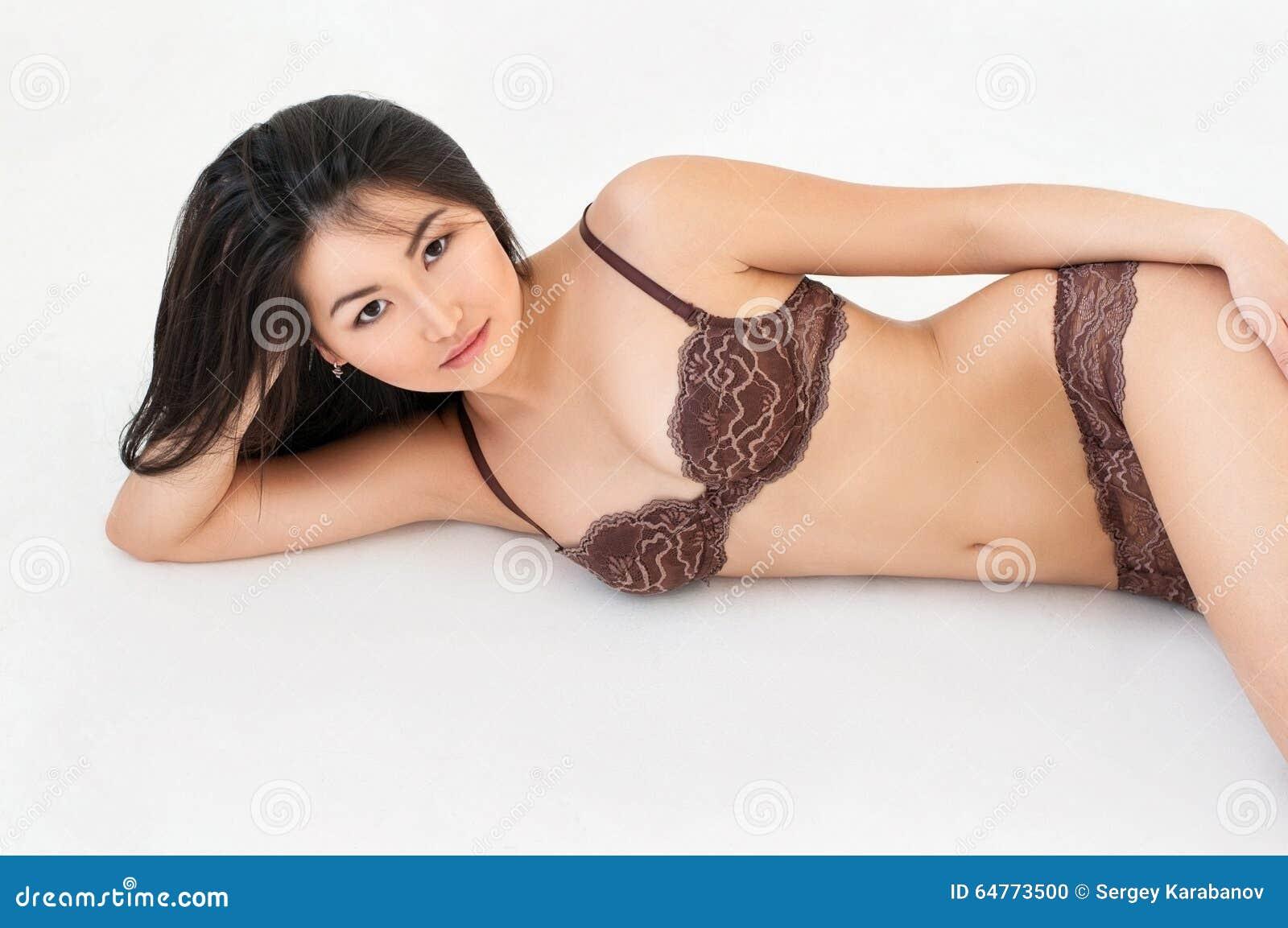 women Laundrie asian