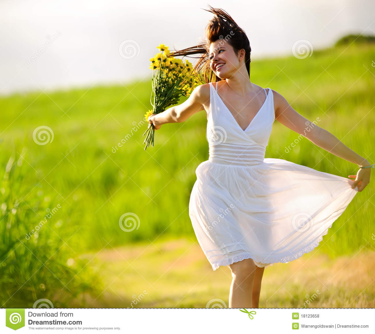 adorable-happy-summer-woman-skipping-181