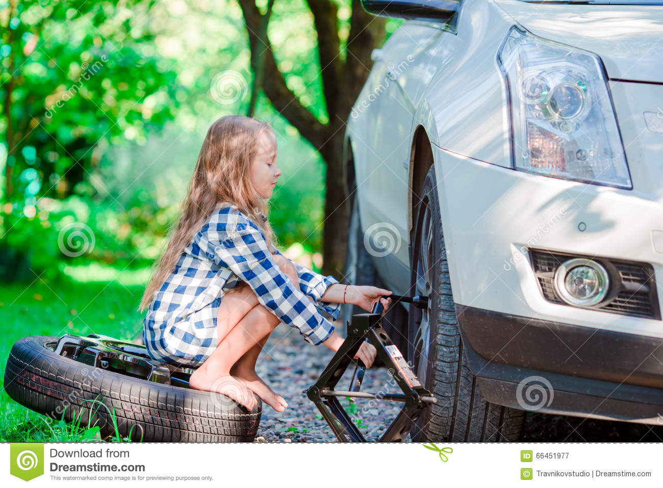 in Young girl car changing