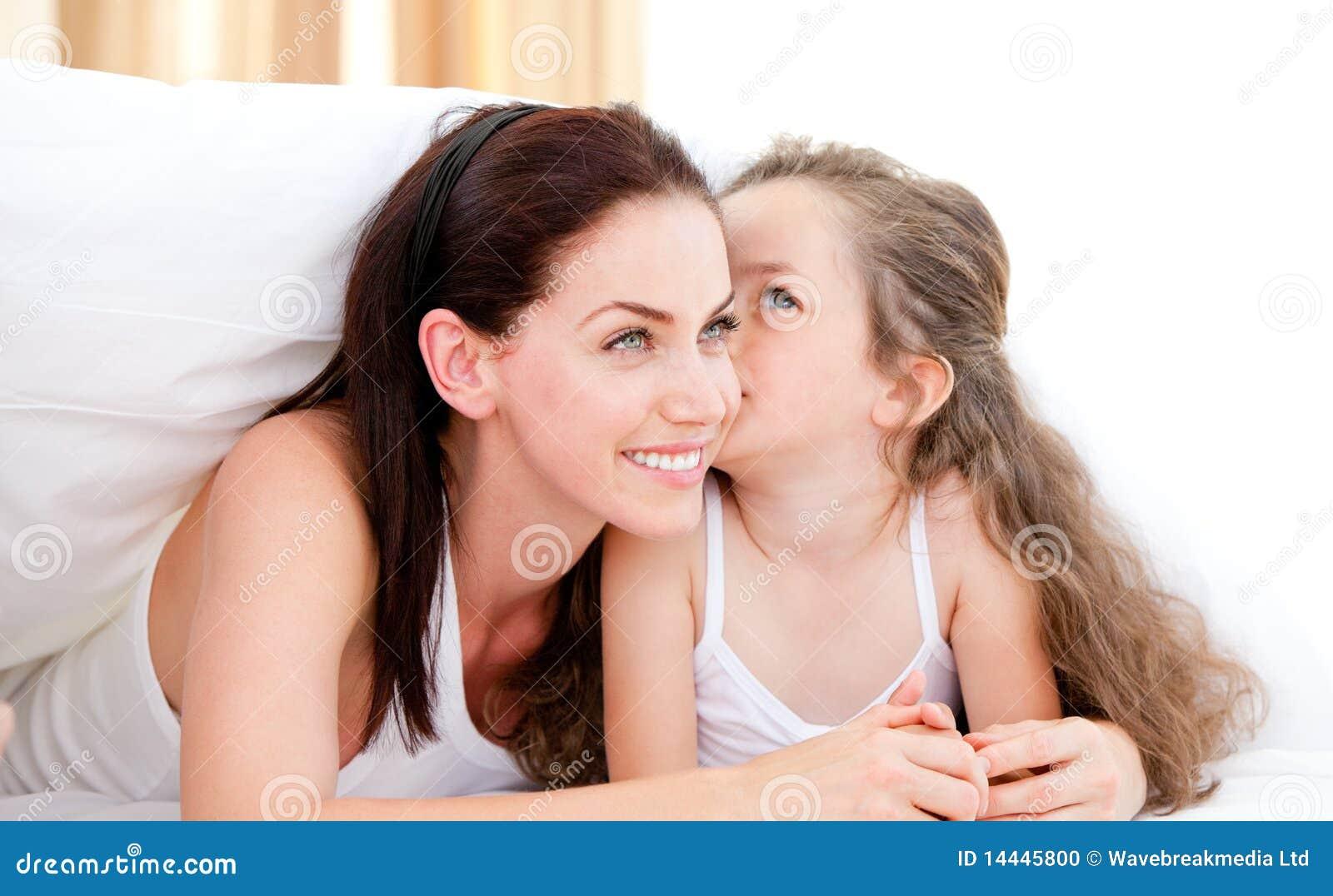 Тетя целует мальчика маленького 10 фотография