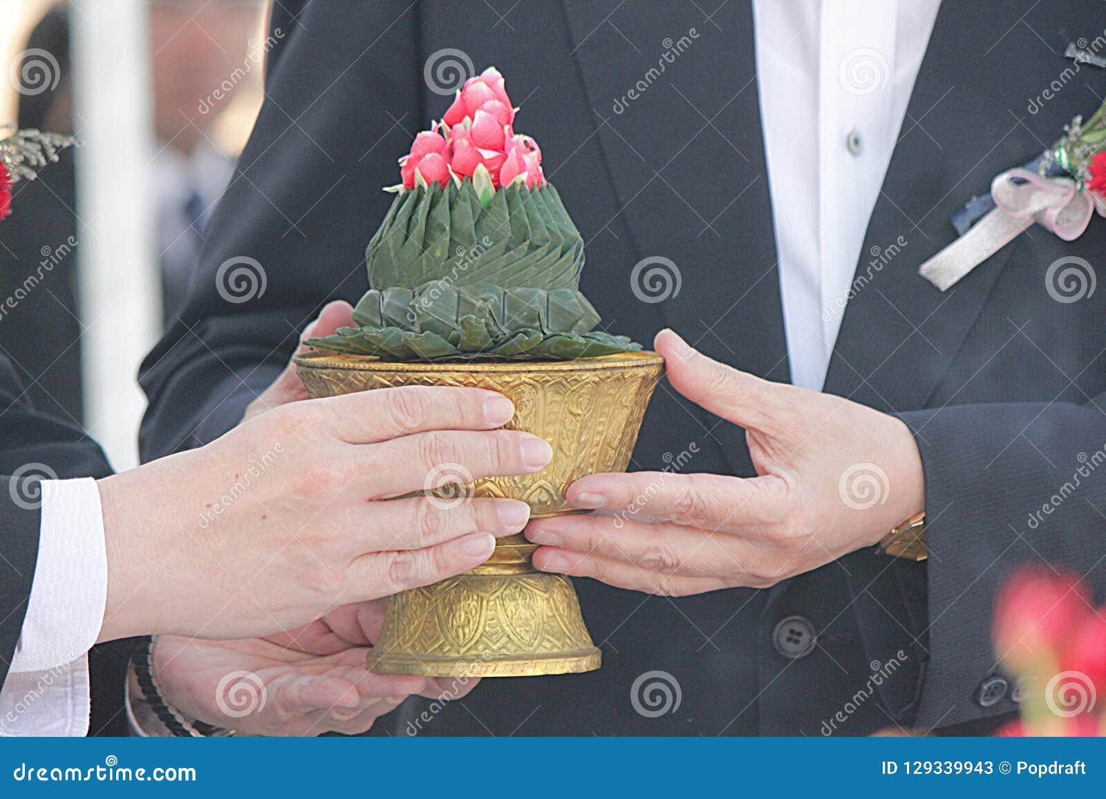 Adore a preparação na cerimônia da fundação em Tailândia