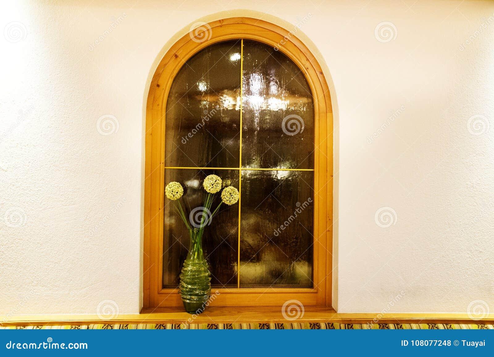 Adorne el interior y la ventana del comedor en el restaurante