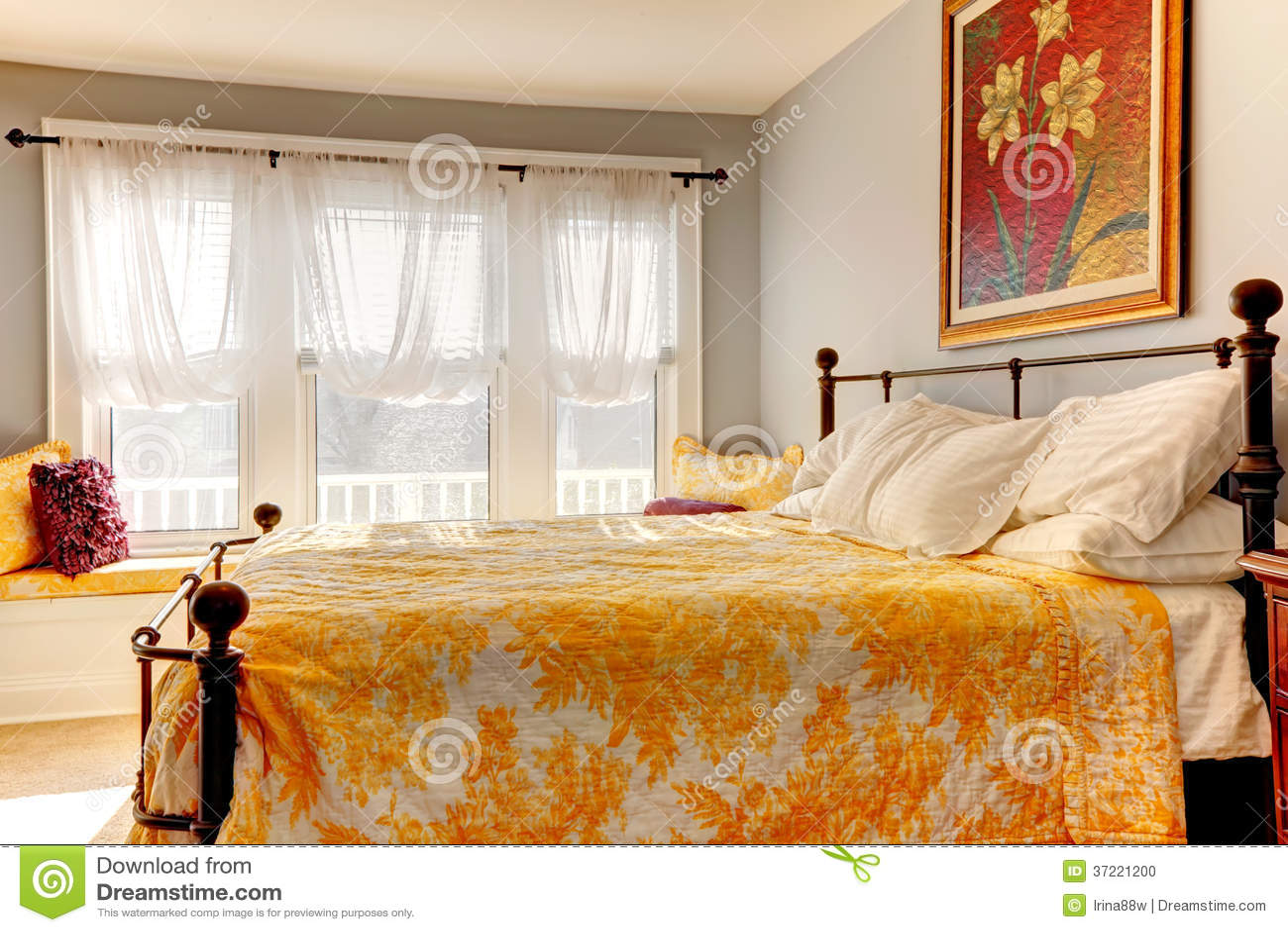 Adoucissez La Chambre à Coucher Confortable Avec Le Lit Rustique De ...