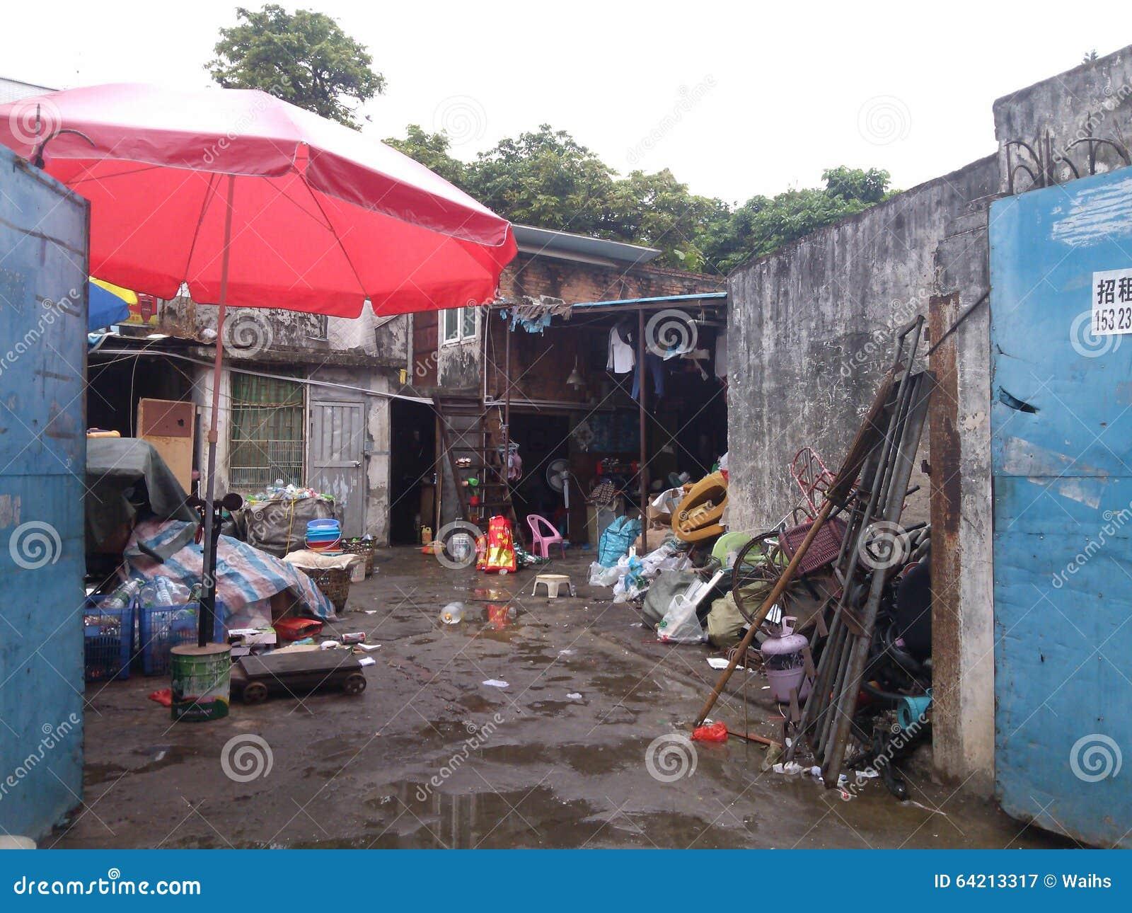 Adquisición de los lugares del almacenamiento de los materiales de desecho