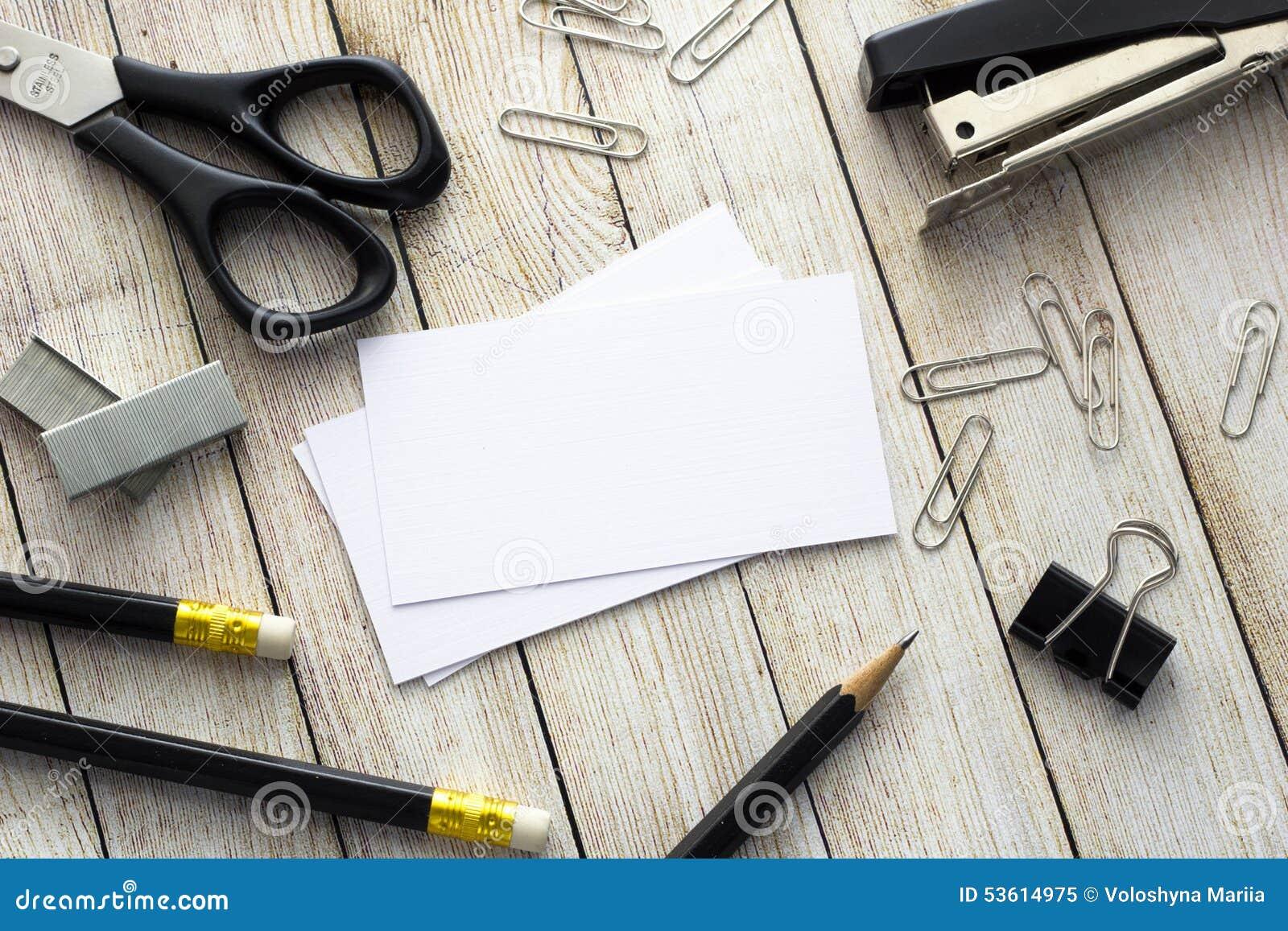 Adreskaartjes, pennen en bureaulevering