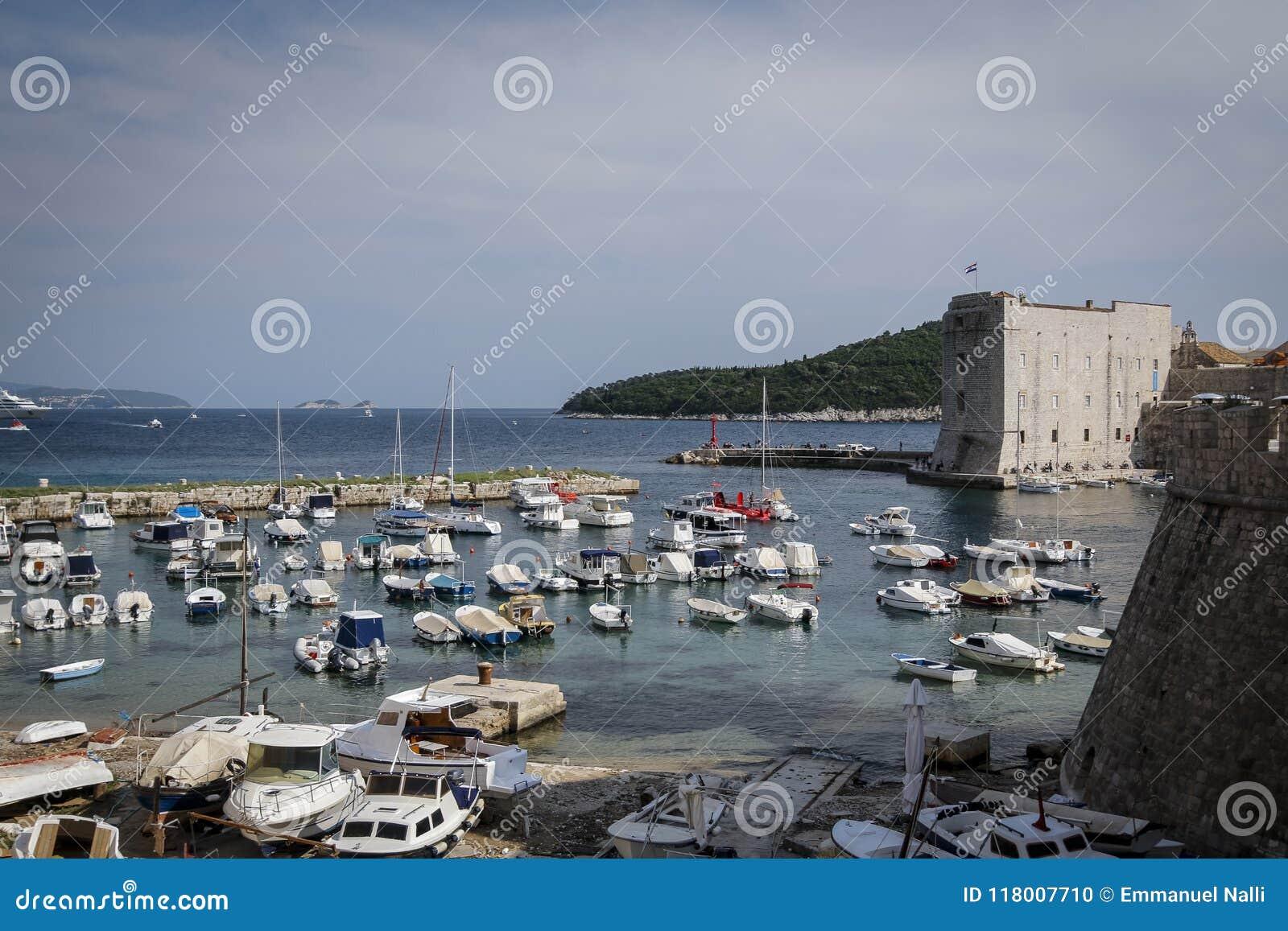 Adriatische overzees van Dubrovnik, Kroatië