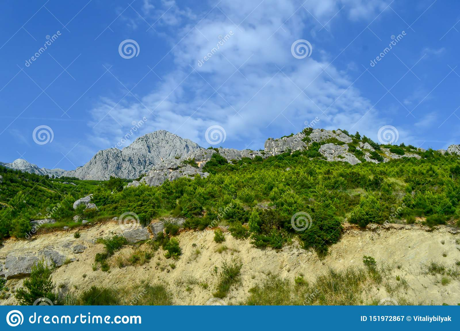 Adriatisches Seeküstenlinienberge auf Straße von Makarska Riviera