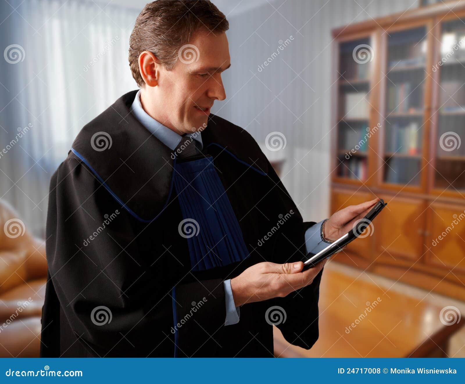 Advogado com tabuleta