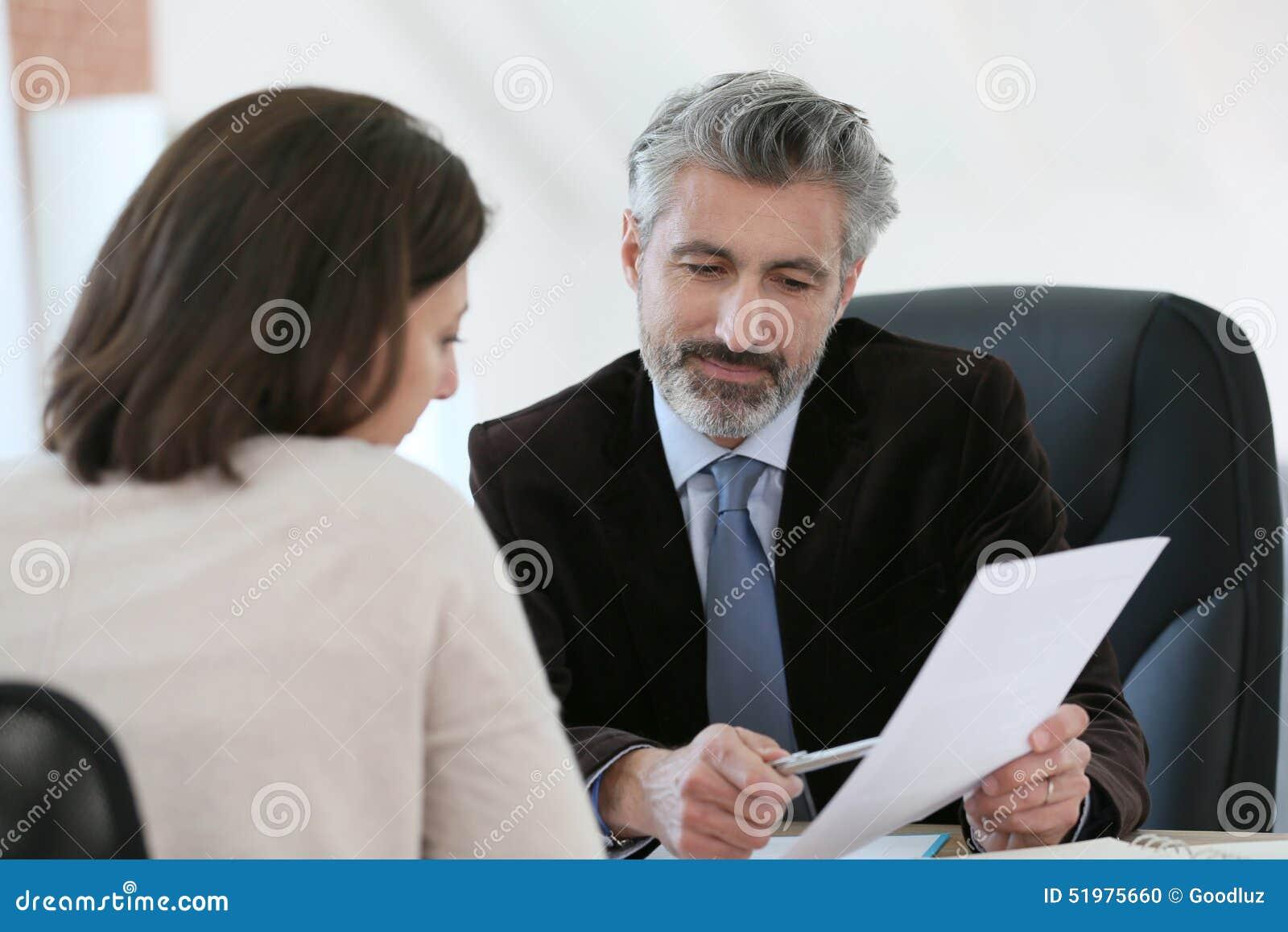 Advokatmöteklient i hans kontor
