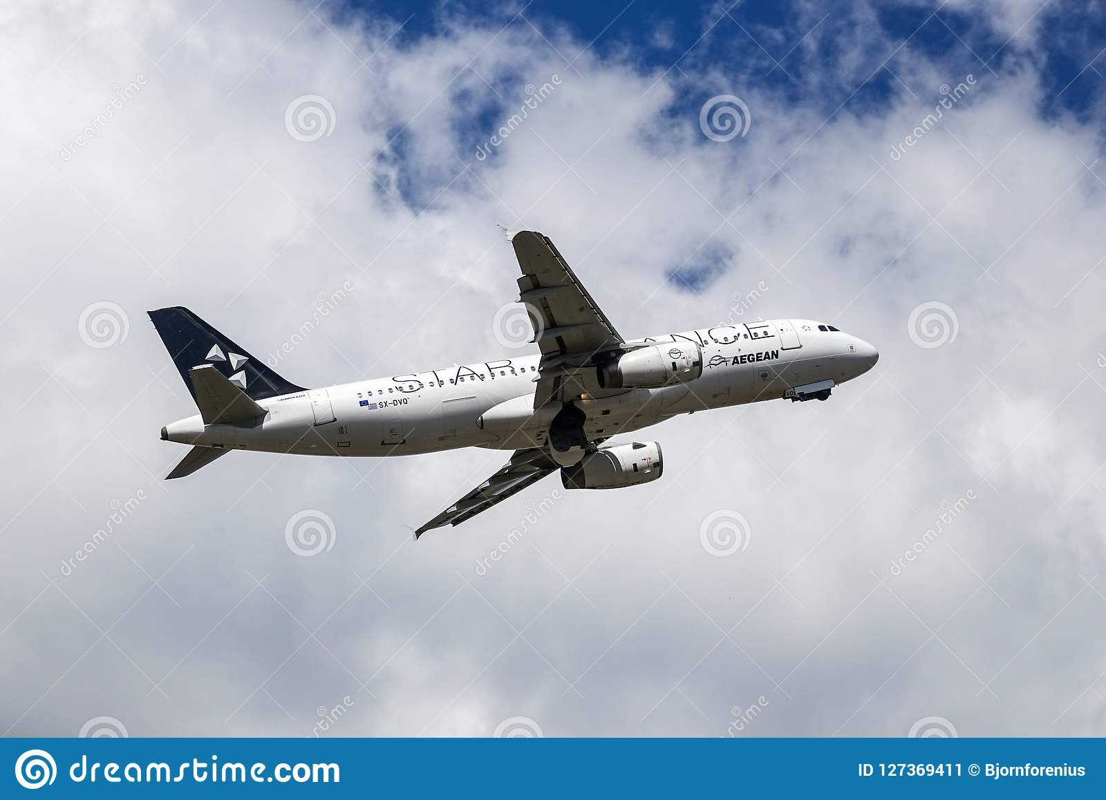 Aegean Airlines, Star Alliance, Airbus A320 - 200 decollano