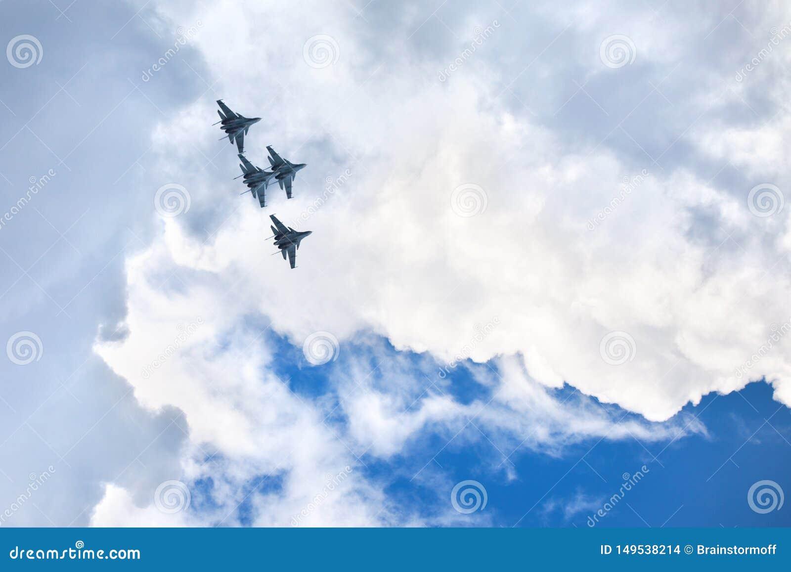 Aeródromo de Mochishche, festival aéreo local, manutenção programada do Su-30 dos falcões do russo da equipe VKS Aerobatic ', qua