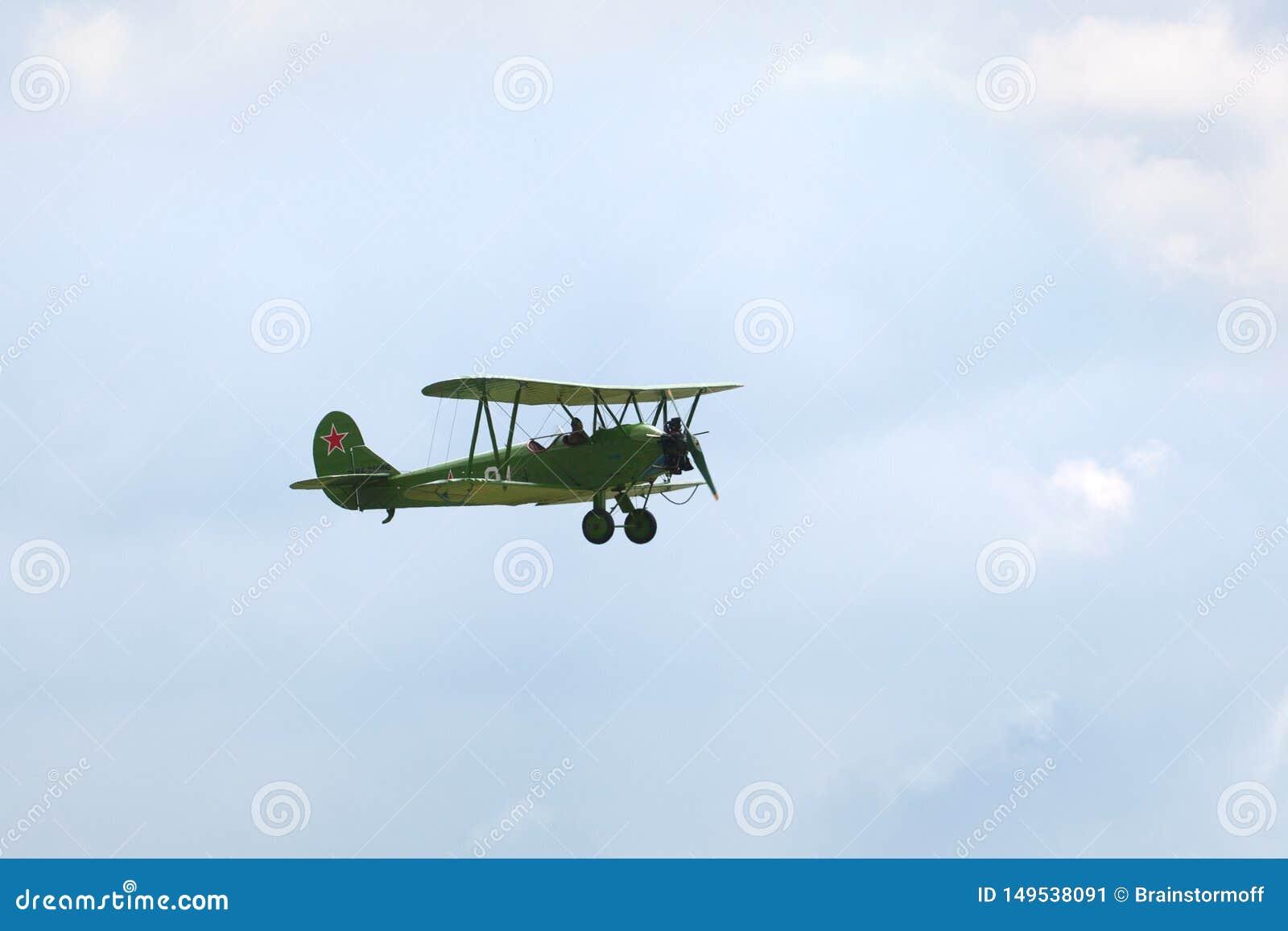 Aeródromo de Mochishche, festival aéreo local, plano Po-2 de Polikarpov ou U-2, aviões de reconhecimento do russo da segunda guer