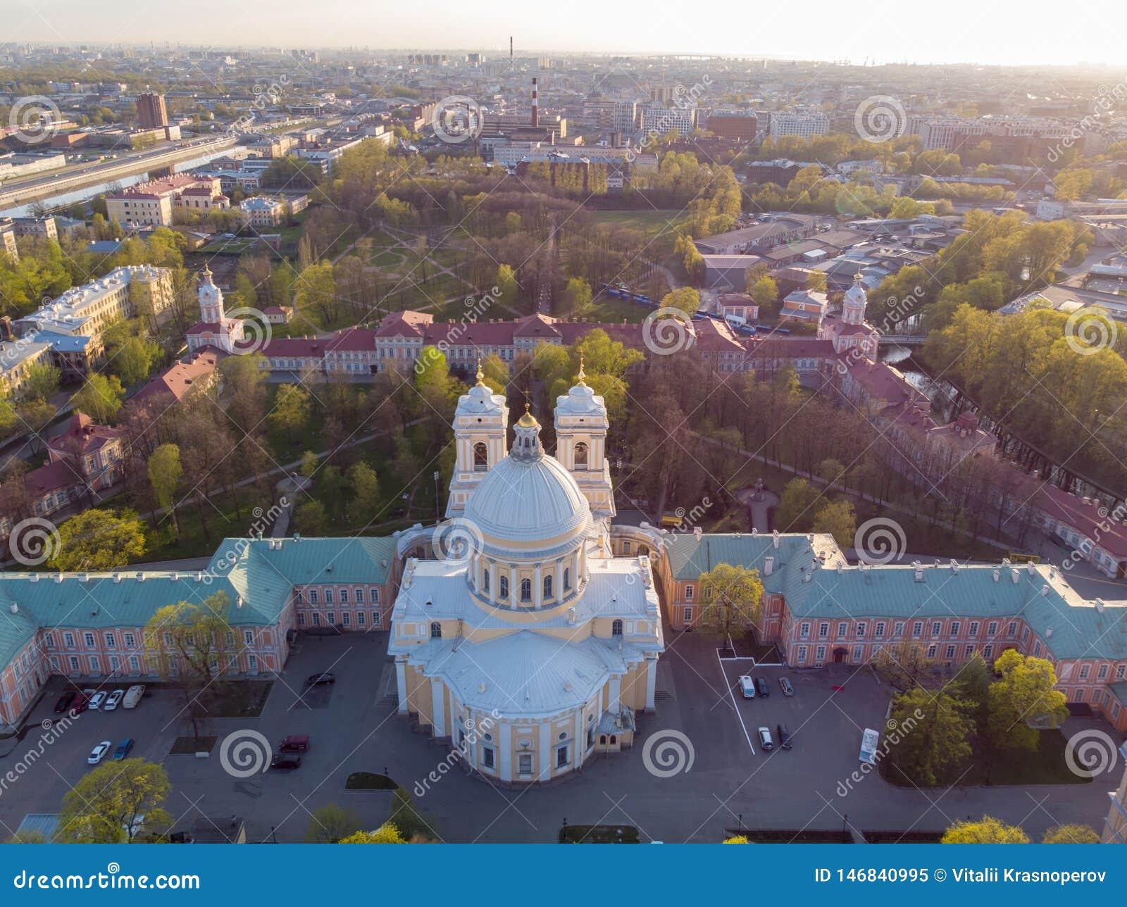 Aeralansicht zur Heiligen Dreifaltigkeit Alexander Nevsky Lavra Ein Architekturkomplex mit einem orthodoxen Kloster, eine neoklas