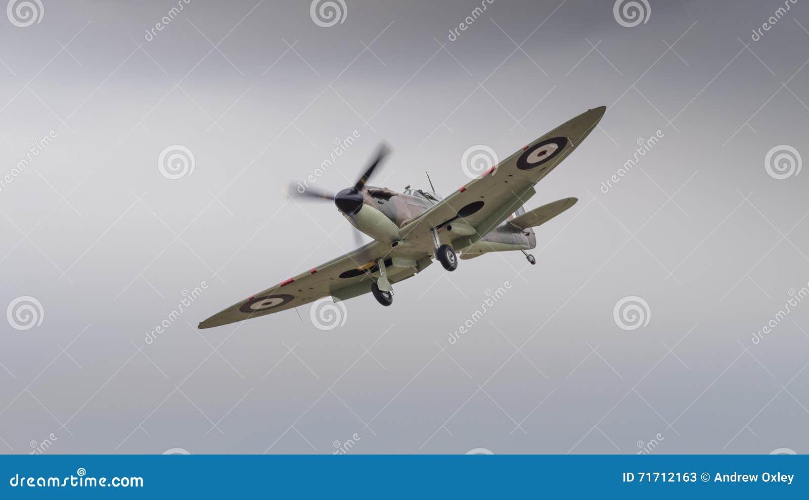 Aereo Da Caccia Traduzione Inglese : Aereo da caccia britannico d annata delle spitfire
