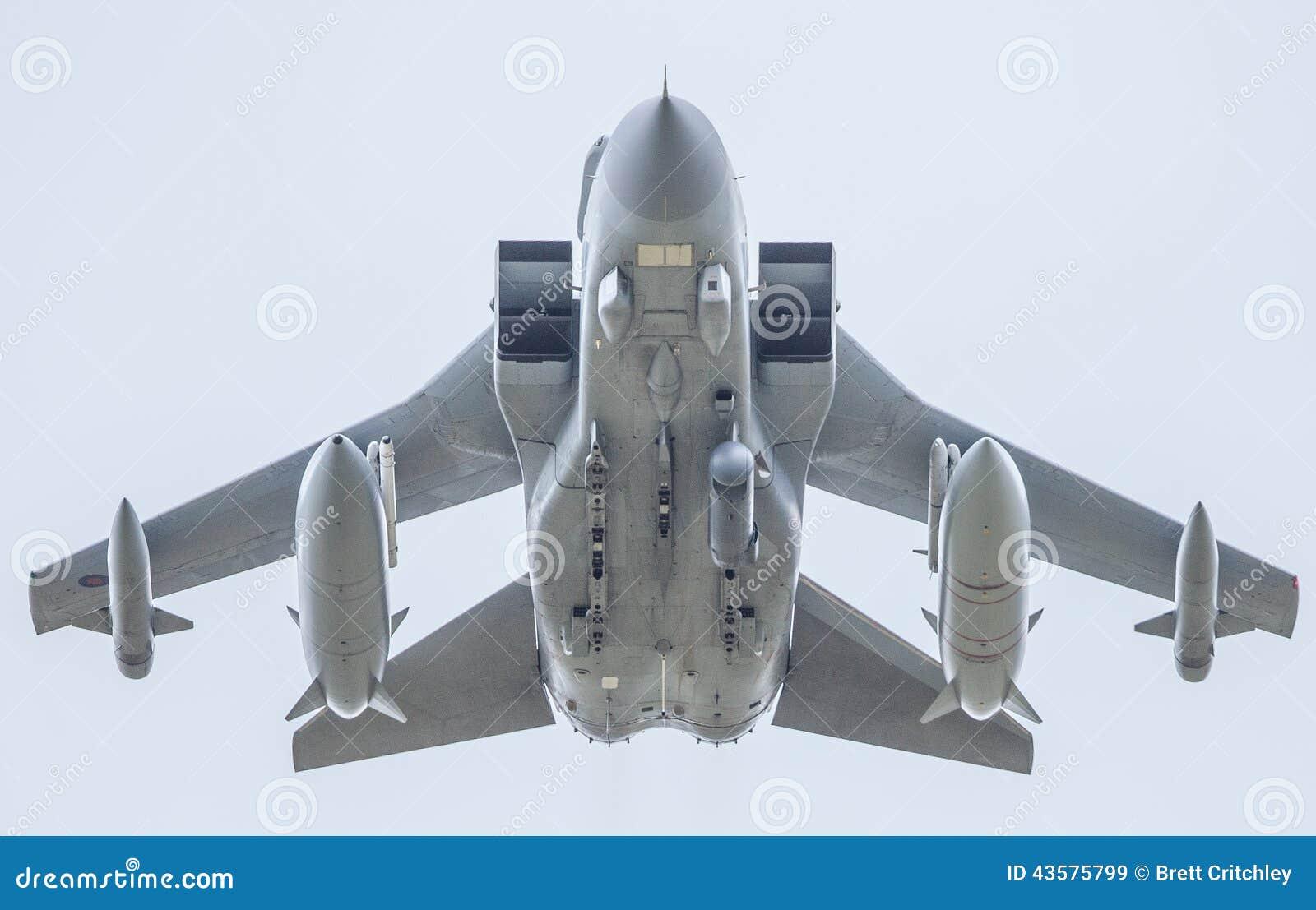 Aereo Da Caccia Tornado : Aereo da caccia di raf con i missili immagine stock